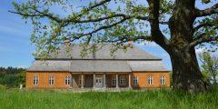 Lietuvos liaudies buities muziejaus atstovams buvo įteiktas Lietuvos, Latvijos ir Estijos pilių ir dvarų asociacijų atstovų pasirašytas sertifikatas