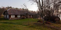 Eksponato tvarto, atkelto iš Ripaičių kaimo, Utenos r., stogo restauravimo, taikant senąsias technologijas