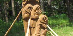 Pastatyti trys skulptūriniai paminklai