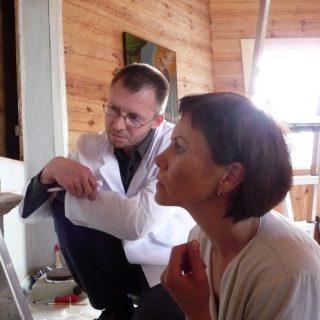 Kolegų pasitarimas – Greta Žičkuvienė, aukščiausios kvalifikacinės kategorijos polichromuoto medžio restauratorė ir aukščiausios kvalifikacinės kategorijos molbertinės tapybos restauratorius Linas Lukoševičius