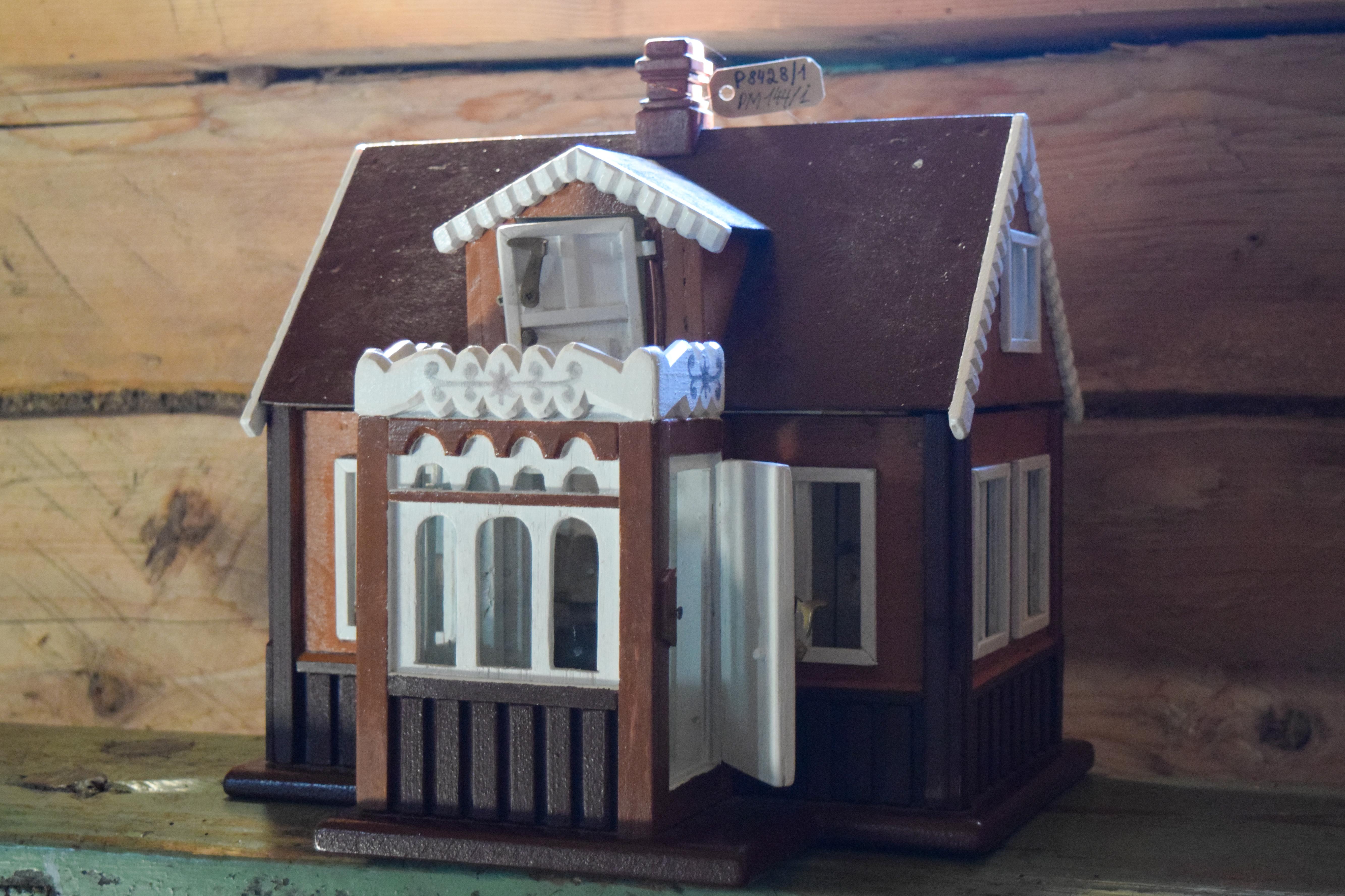 Lėlių namelis su baldais. E. Braziulienės nuotrauka.